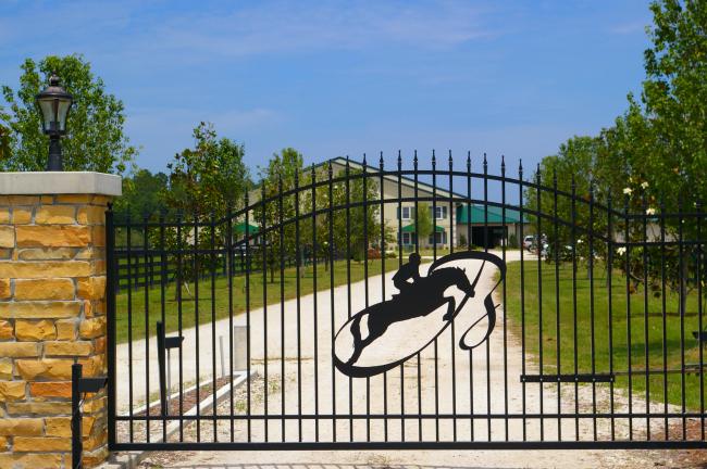 Bridlebourne Stables Entrance